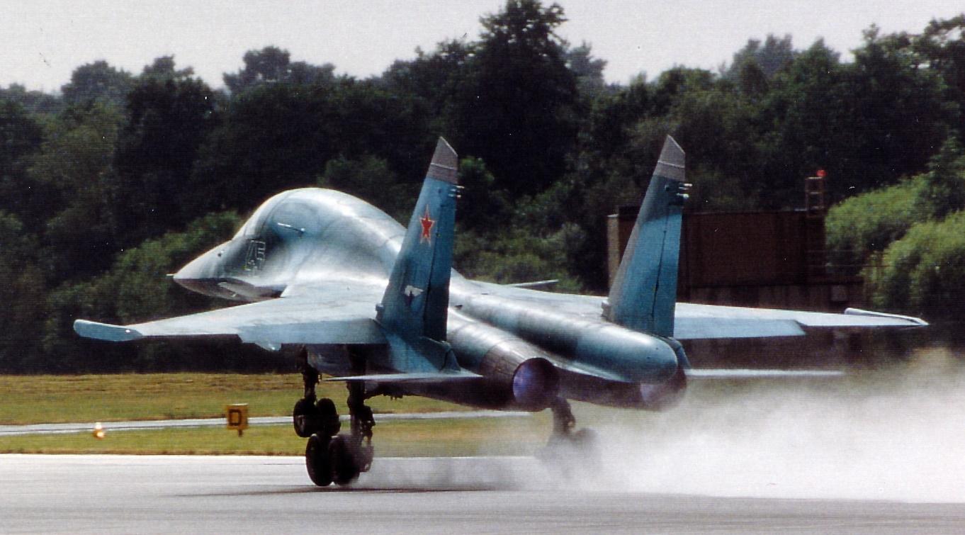 Der russische schwere Jagdbomber Su-34
